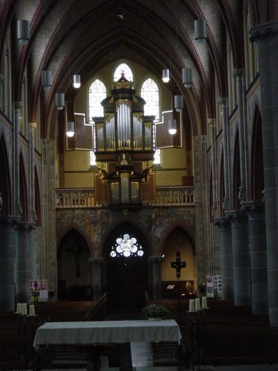 Overzicht van het middenschip van de kerk